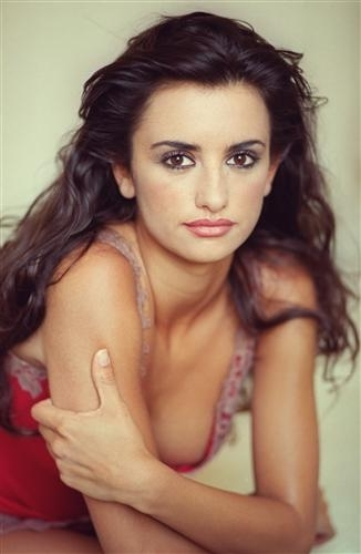 Penelope Cruz is rumoured to be getting married in December Penelope Cruz is rumoured to be getting married in December