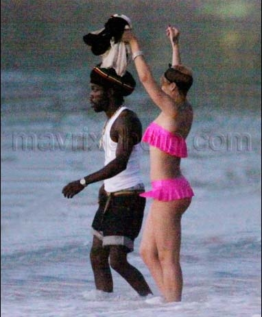 Rihanna Relaxes in Barbados Rihanna Relaxes in Barbados