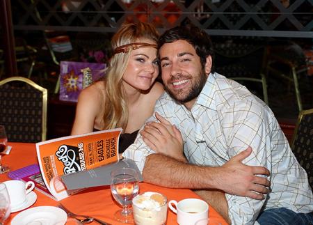 zachary levi and yvonne strahovski dating 2015