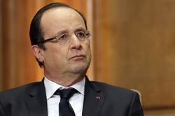 During his speech, Hollande in France shot people