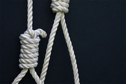Man accidentally hanged himself on the key