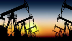 The price of oil increases due to the reduction of work in energy companies