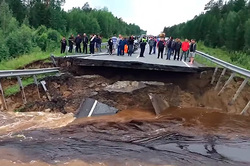Under the Tumen river washed away the bridge