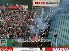 Fans of the Polish Legia cordoned off the Kiev forces. Video