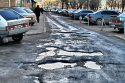 In Krasnoyarsk broken asphalt was the cause of dozens of accidents