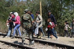 Migrants are blocking the paths leading from Greece to Macedonia