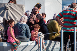 In the Mediterranean sea drowned hundreds of people