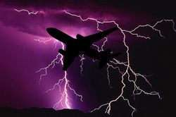 In the plane during landing was struck by lightning