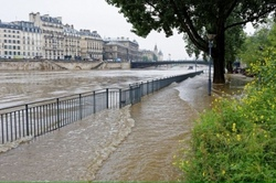 In Paris due to flooding closed the Louvre