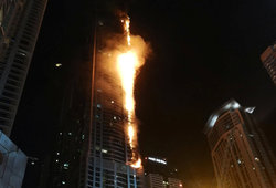 "In Dubai caught fire at 86-storey tower ""the Torch"""