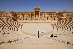 In Palmyra restore ancient buildings