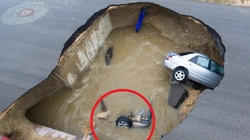 In USA 2 cars fell into the water-filled pit